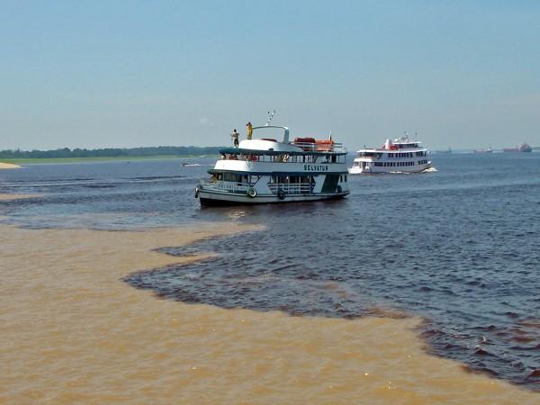 Encontro das águas dos rios Negro e Solimões -Manaus - Foto Blog Brasil Imperdivel.jpg