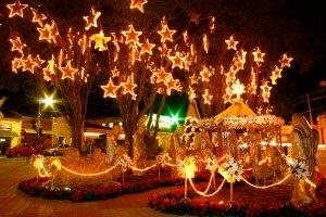 Decoração de Natal de na praça da Igreja Matriz de São Benedito - Guararema - São Paulo - Brasil