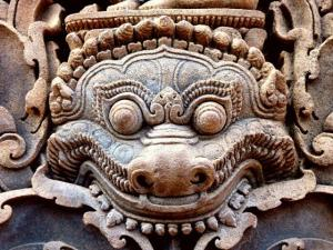 Figuras da mitologia budista em Banteay Srei, no Camboja