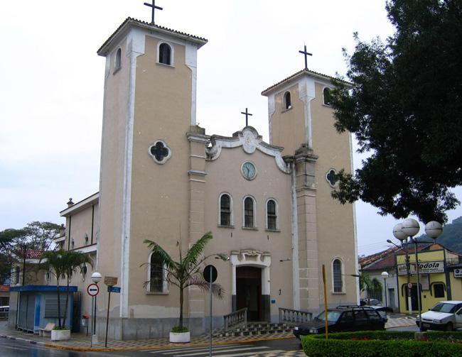 Igreja Matriz, na praça central de Guararema.