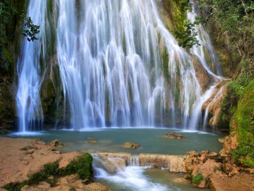 A paisagem deslumbrante da República Dominica oferece recantos como este da cascata El Limon, na Península Samaná.