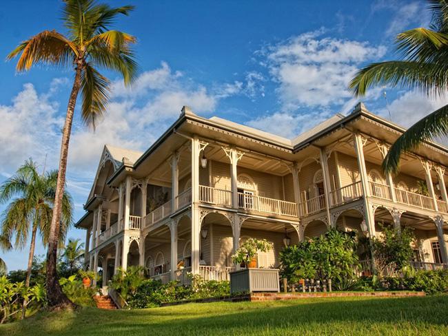 Casarão típico da arquitetura colonial dominicana, todo construído em madeira.