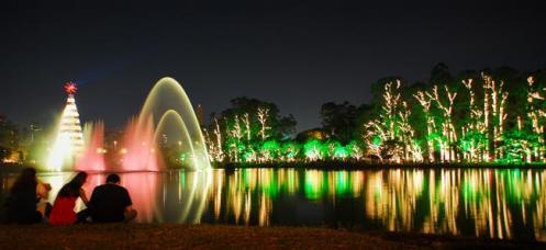 O belo espetáculo das luzes e águas dançantes, no Parque Ibirapuera, São Paulo