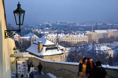 Panorama de Praga a partir das escadarias que descem a colina do castelo
