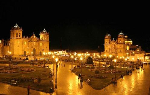 Plaza de Armas, em Cuzco. Visão noturna