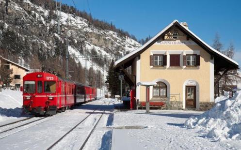 Um trem da Rhaetian Railways, na Suíça.