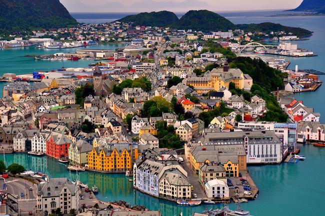 Alesund, porto da Noruega, é um dos palcos onde foram recriadas construções do século 19 e que receberá os personagens da animação.