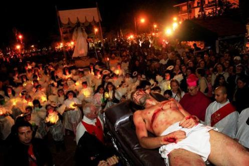 Drama da Paixão, encenado todos os anos, na Semana Santa, em Santana do Parnaíba, São Paulo.