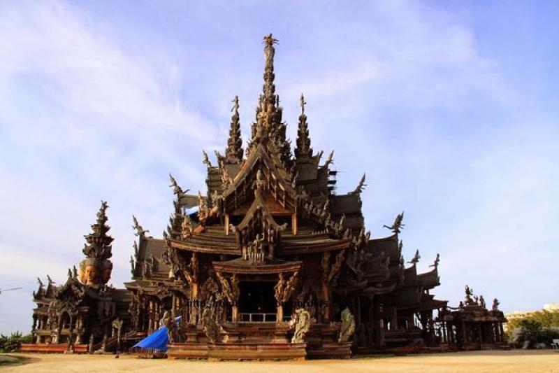 O Santuário da Verdade é uma das atrações arquitetônicas de Pattaya.