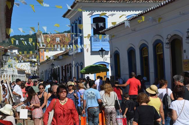 Paraty se engalana para receber os visitantes durante a Semana Santa