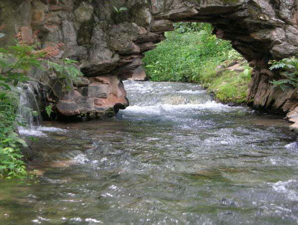 Rio Quente, com 12 km de extensão-