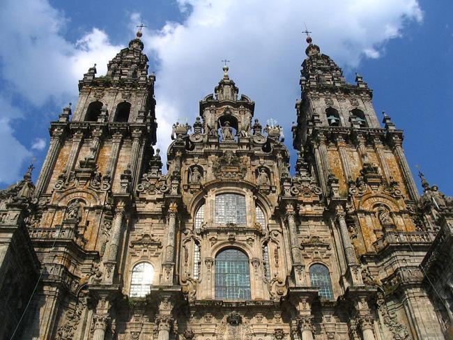 A fachada da Catedral de Santiago, capital do Chile.