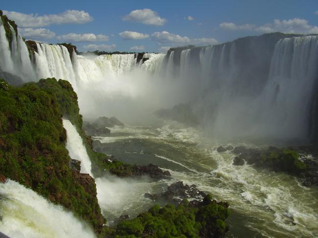 Em Iguaçu, no Paraná, a beleza das cataratas.