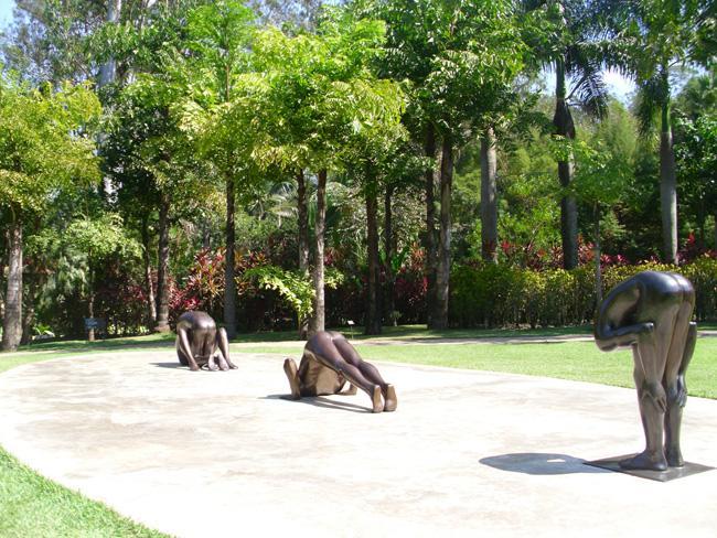 Esculturas de bronze a céu aberto, em Inhotim, na cidade de Brumadinho, Minas Gerais.