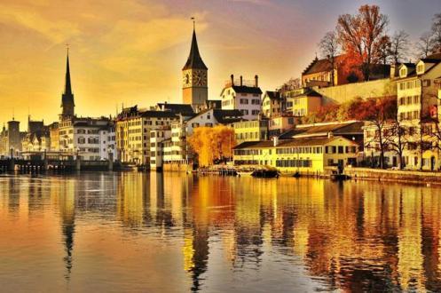 Pôr do sol em Zurique, a bucólica capital da Suíça.