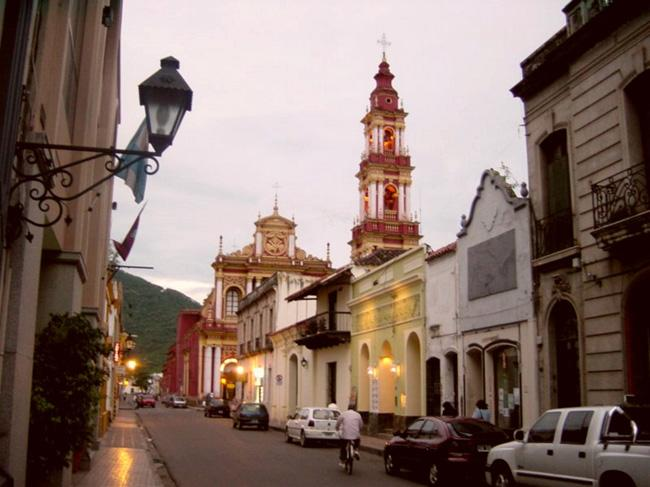 Rualno bairro centro histórico de Salta