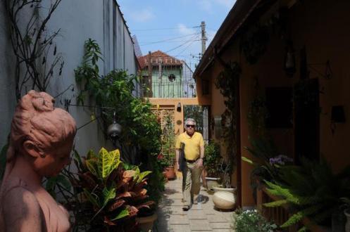 Adriano Colangelo em sua casa, em São Paulo.