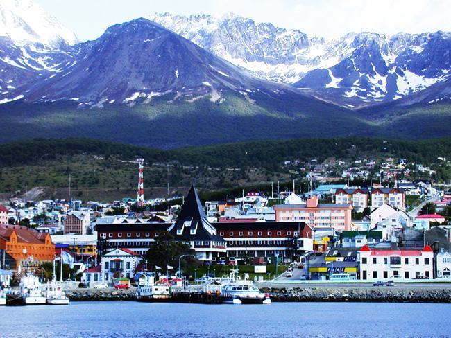 Ushuaia está localizada no extremo sul da Terra do Fogo, na Argentina.