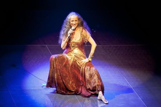 Maria Bethania, no show Abraçar e Agradecer.