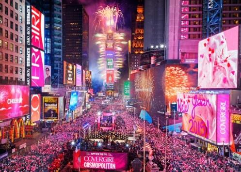 A iluminação feérica da Times Square, em Nova York, durante a festa de reveillon
