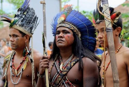 Índios guaranis da aldeia Rio Silveiras, em Bertioga