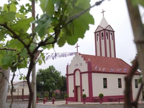 Capela de Nossa Senhora das Neves, em Bento Gonçalves, foi construída com  vinho
