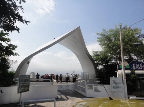 Mirante do Memorial dos 500 anos, de Oscar Niemayer, em São Vicente