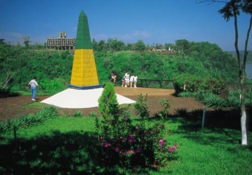 O Marco das Três Fronteiras, onde Brasil, Paraguai e Argentina se encontram