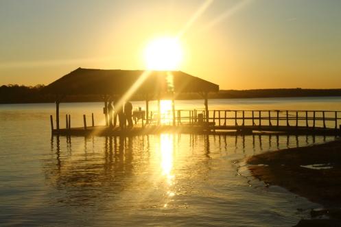 Pôr do sol na Represa do Broa.JPG