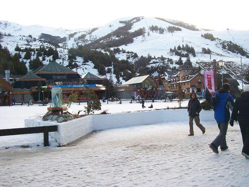 Base del Cerro Catedral em Bariloche - Patagônia Argentina - Foto Wikimedia Commons