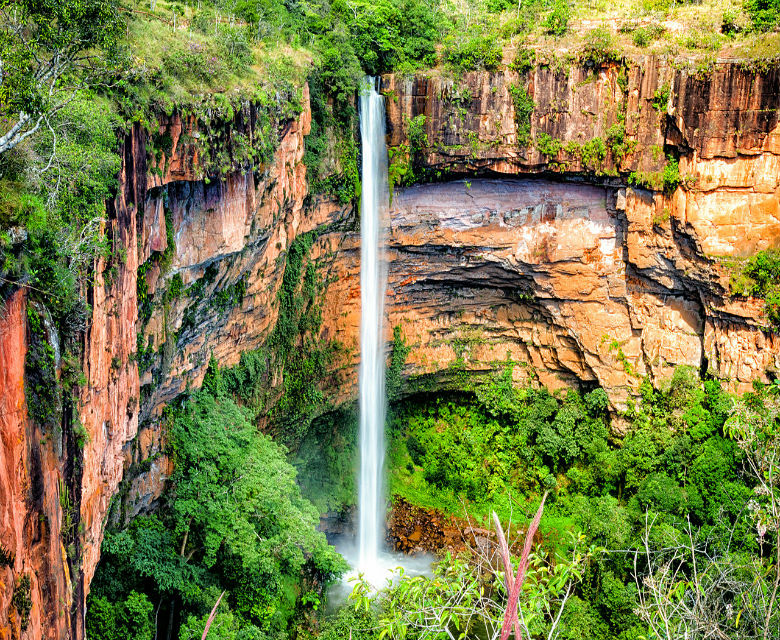 Cachoeira Véu de Noiva - Chapada dos Guimarães (MT) - Foto Wikimedia.jpg
