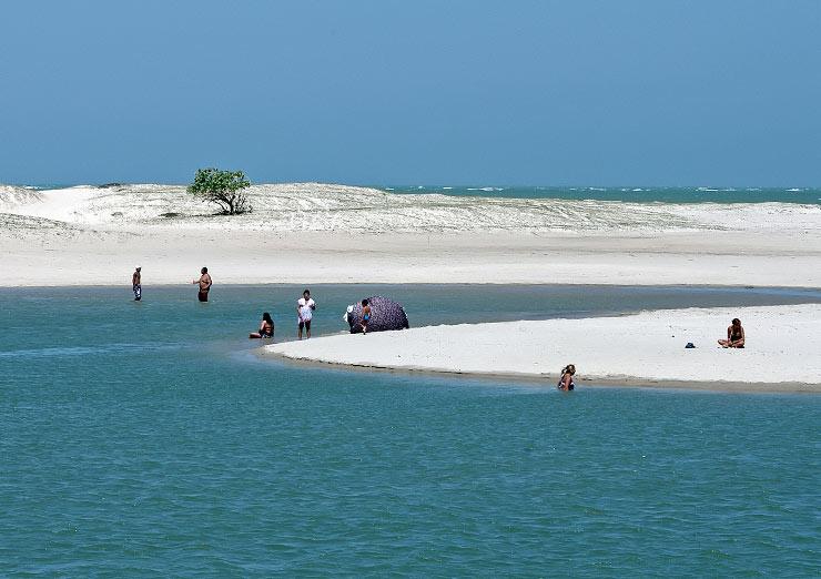 Praia Pontal de Maceió em Fortim (CE). Foto - Lote Urbano