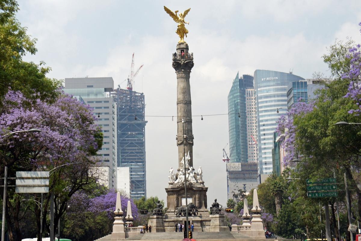 O Ángel de la Independencia ou simplesmente El Ángel é um monumento localizado no Paseo de la Reforma, no centro da Cidade do México. Foi erguido em 1910 em comemoração ao centenário da Guerra da Independência do México..JPG