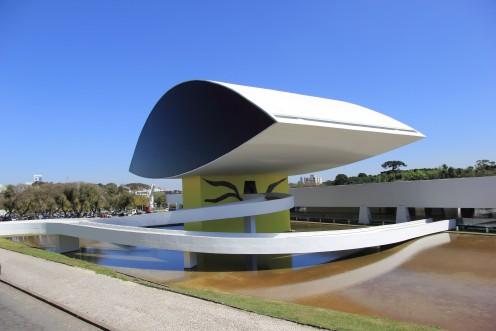 Museu Oscar Niemeyer - MON - Foto Wikimedia - Abre.jpg