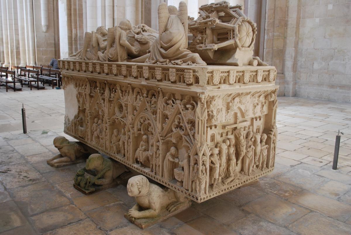 Mosteiro de Alcobaça - Túmulo de Inês de Castro - Foto Wikimedia  Commons.jpg