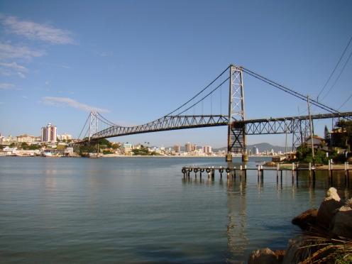 Ponte Hercílio Luz - Florianópolis  (SC) - Foto Wikimedia Commons.jpg