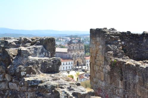 Ruinas do Castelo de Alcobaça -  Foto Wikimedia Commons.jpg