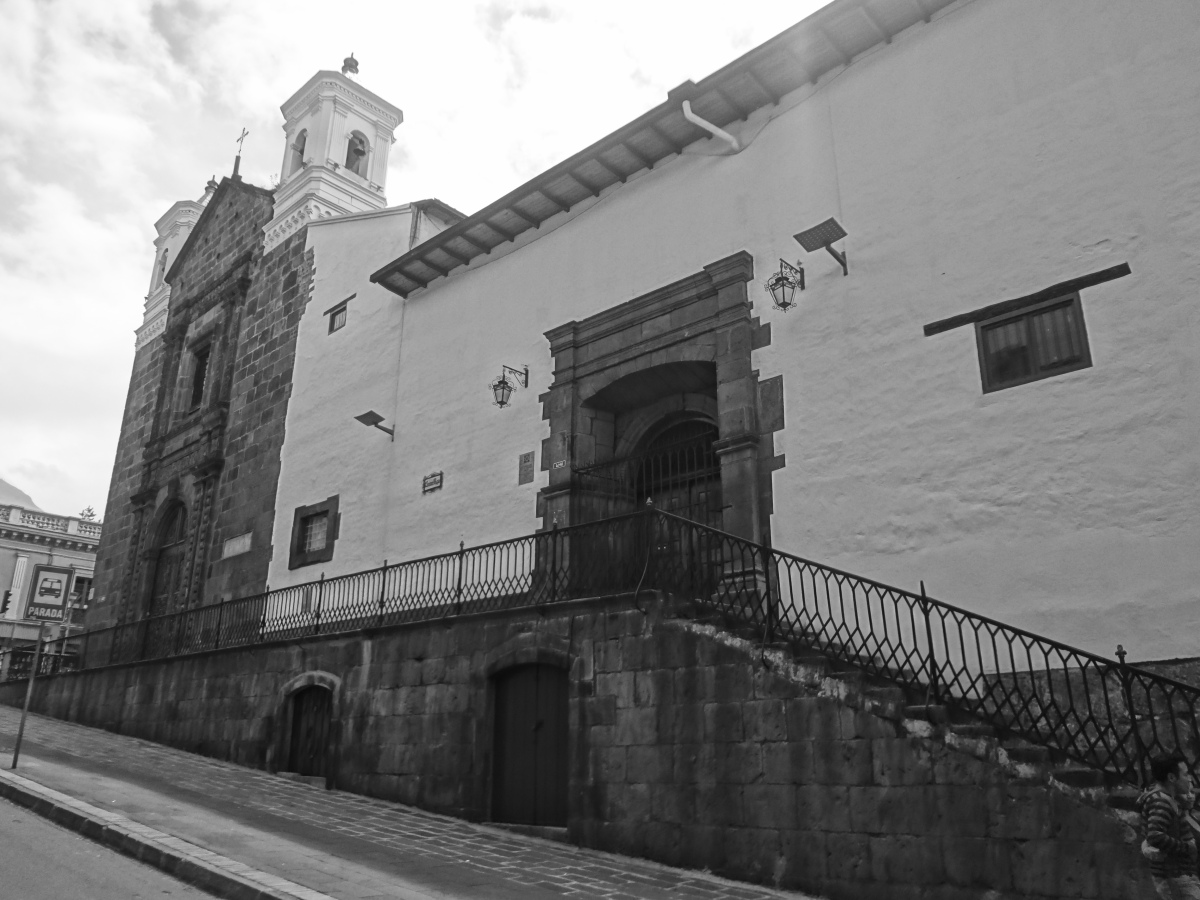 Monastério Carmen Bajo - Centro Histórico de Quito  - Foto Wikipedia.JPG