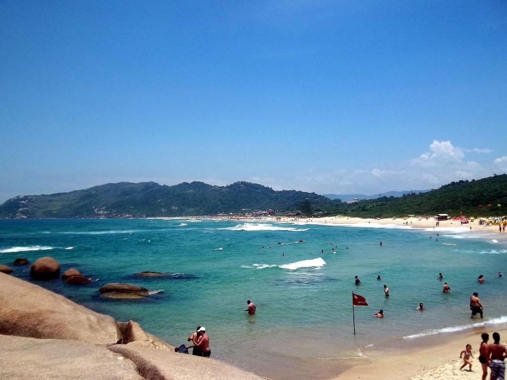 praia-mole-florianopolis-brasil-foto-commons-wikipedia