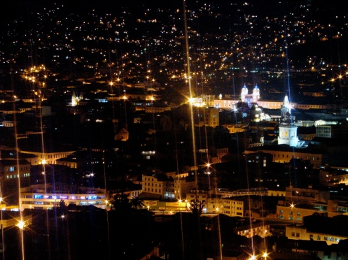 quito-noite-no-centro-historico-foto-wikimedia