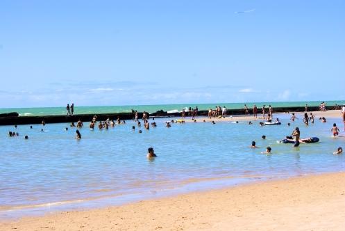 Barreira de recifes  da Praia de Boa  Viagem  - Recife, Pernambuco,Brasil - Foto Wikipedia.jpg