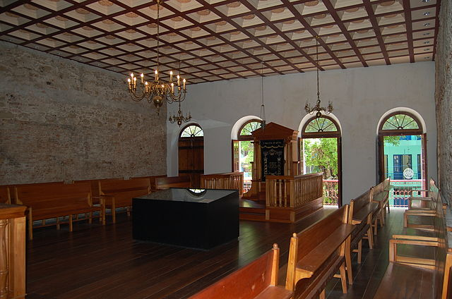 Interior da sinagoga Kahal Zur Israel - Foto Wikimedia