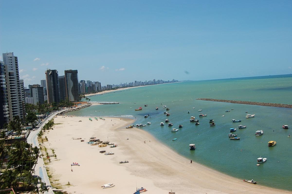 Praia de Candeias (PE) - Foto Wikimedia.jpg