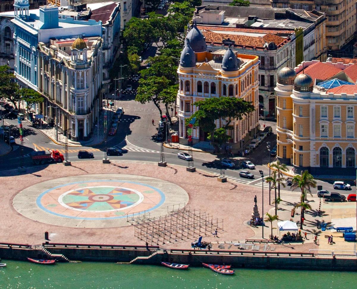Rosa dos Ventos de Cícero Dias -  Marco Zero, Recife (PE) - Foto Wikimedia.jpg