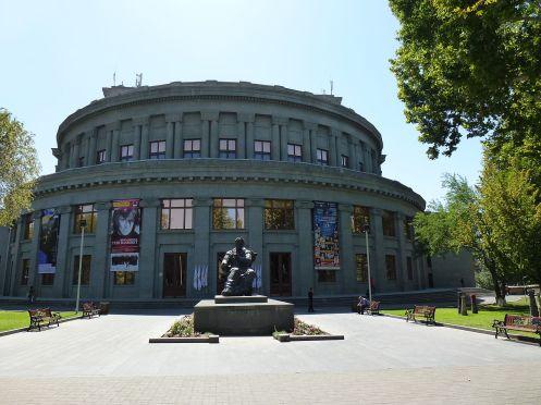 Opera House em Yerevan - Foto Wikimedia.JPG