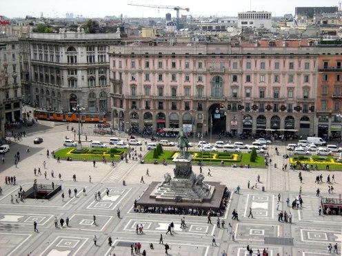 Piazza Duomo de Milão - Itália - Foto Wikimedia.jpg