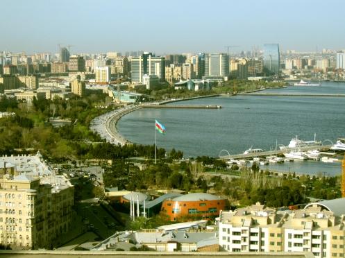 Vista  de Baku - Foto  Wikimedia.jpg