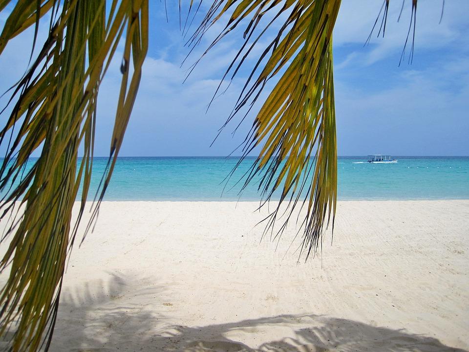 Típica  praia da Jamaica - Foto Max Pixel.jpg