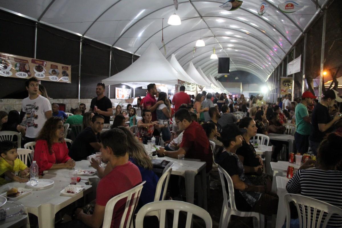 Local do Evento - barracas dos produtores.jpg