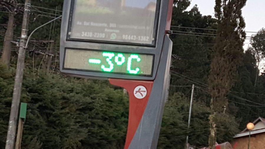 Termômetro marca 3 graus negativos em Monte-Verde - Foto AHPMV